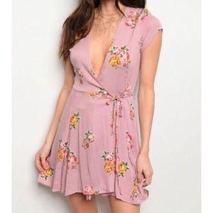 Dresses & Skirts - 🔥🔥FLASH SALE!⭐️💗Mauve Floral Wrap 👗!